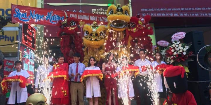 Múa lân khai trương cửa hàng giá rẻ tại Ninh Thuận